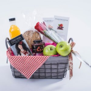 cesta picnic desayuno