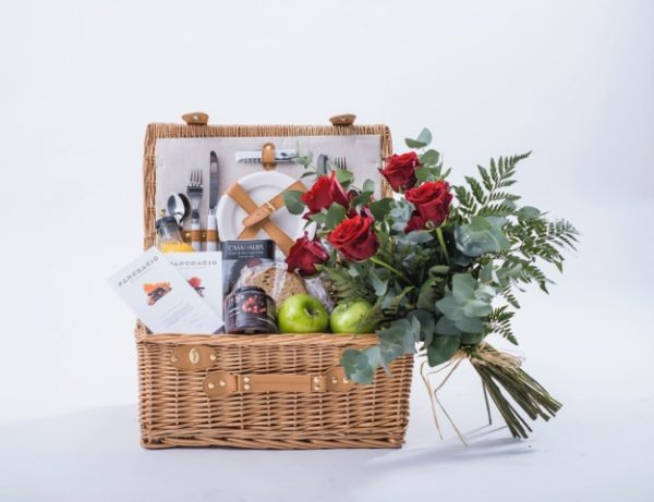 cesta picnic love flores